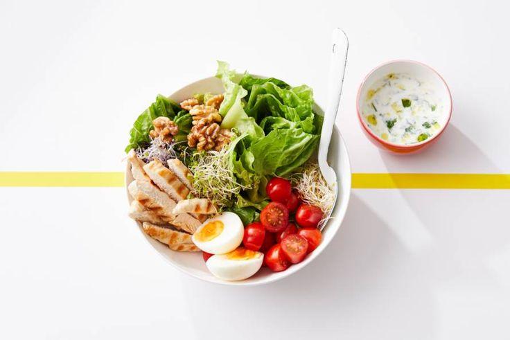 Met deze heerlijke salade krijg je voor of na het sporten een flinke dosis groenten binnen - Recept - Allerhande