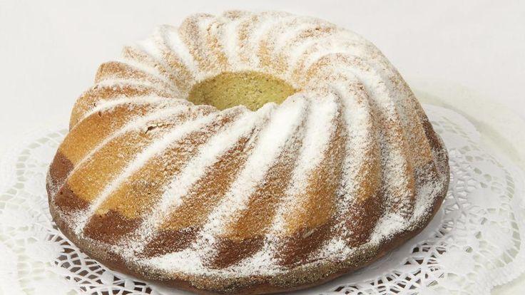 Der Wecke-Gugelhupf wird auf norddeutsch auch Cupcake-Kloß genannt - eine leckere Methode um trockene Brötchen zu verarbeiten.