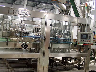 Carbonated Soft drink filling machine used in the glass bottle filling carbonated beverage (gas containing beverage), such as coco-cola, soft drink etc.