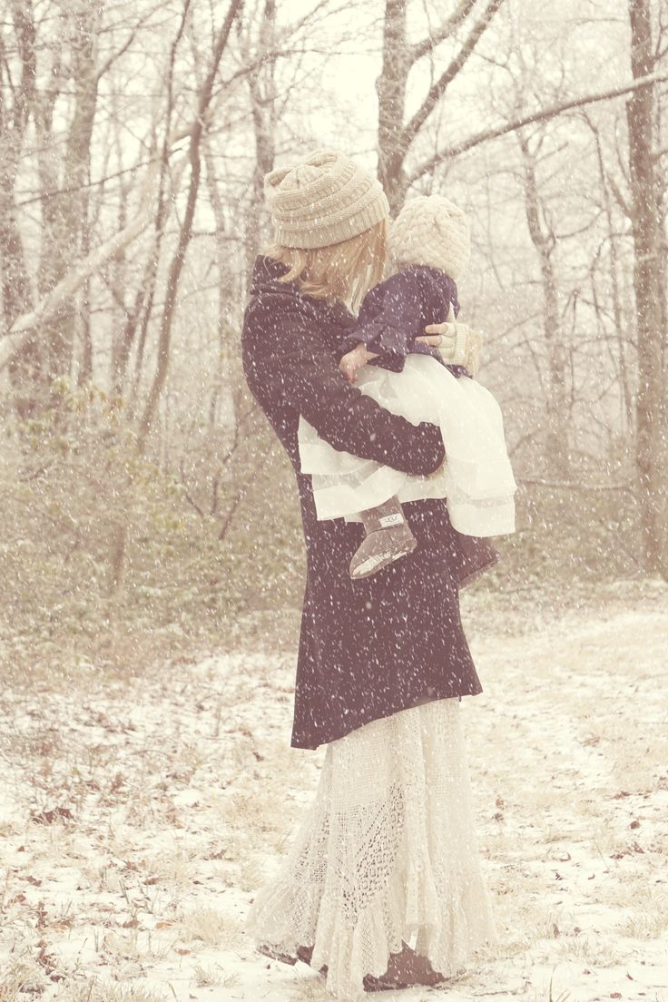 Winter and outdoor photography. Mother and daughter photos. www.beiaandluna.com