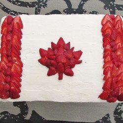 O Canada!! I want to make this cake.....mmm strawberries