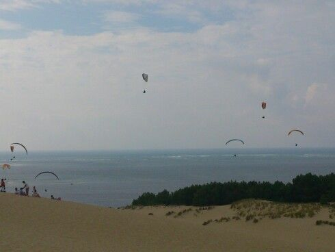 The dune is so high, it seems like the paragligers aren't even flying!