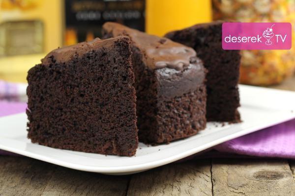 Błyskawiczny Przepis na fantastyczne ciasto czekoladowe. Jest gęste i wilgotne, aromatyczne i czekoladowe :) W czasie pieczenia zapach czekolady unosi się w całym domu. Ciasto jest bardzo proste do przygotowania więc nikt nie będzie miał tu żadnych problemów - w tym przepisie nawet mikser jest zbędny.Przepisy kulinarne ze zdjęciami i filmami wideo na smaczne ciasta i desery