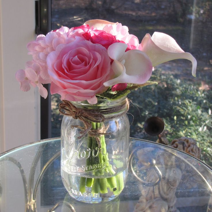 Beautiful rose and calla lily arrangement in mason jar