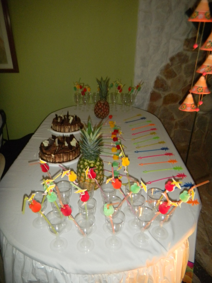 37 best images about tortas postres y pasabocas on for Mesas decoradas para fiestas