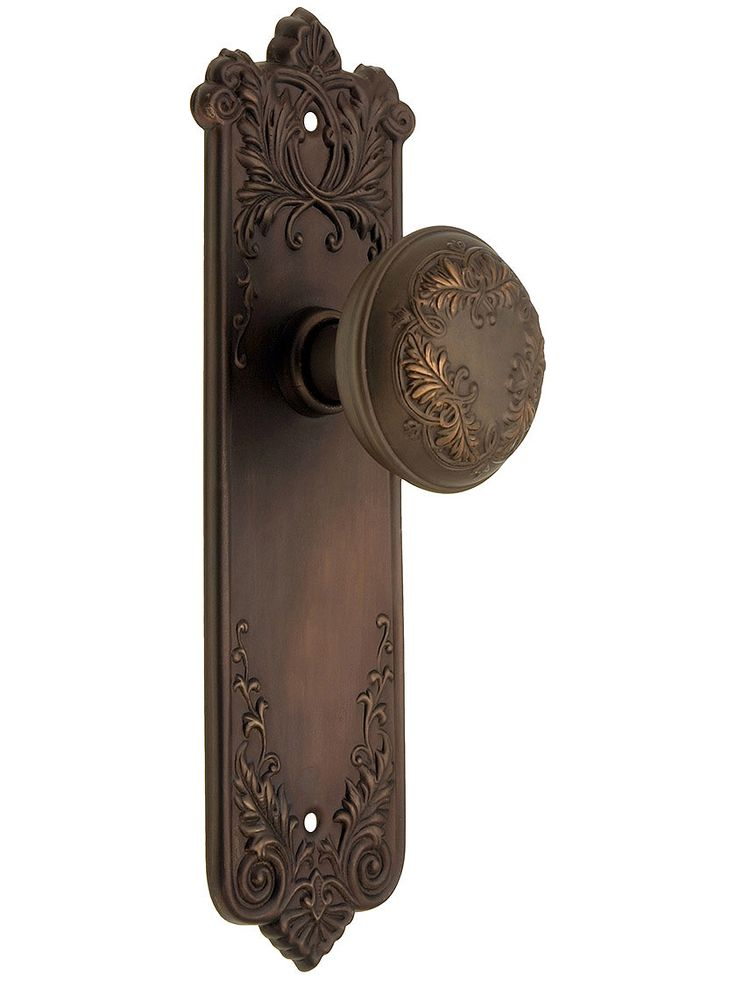 i like this door knob vintage reproduced - Antique Door Hardware