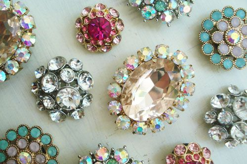 Magnets from old jewelry or inexpensive costume jewelryGift Baskets, Vintage Pin, Rhinestones Magnets, Parties Favors, Costumes Jewelry, Old Jewelry, Duty Magnets, Heavy Duty, Diy Rhinestones
