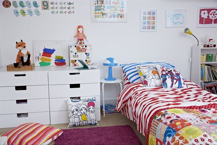 ULLABELLA fabric £3/m W150cm. White/multicoloured. (Cushions.) 002.414.05 SPRINGKORN cushion cover £3 50x50cm. Red. 102.424.33 SPRINGKORN single quilt cover set £10/3pcs Quilt cover 150x200cm. 2 pillowcases 50x80cm. Red. 402.393.49 SKOJIG table lamp £16 Blue. 601.506.52