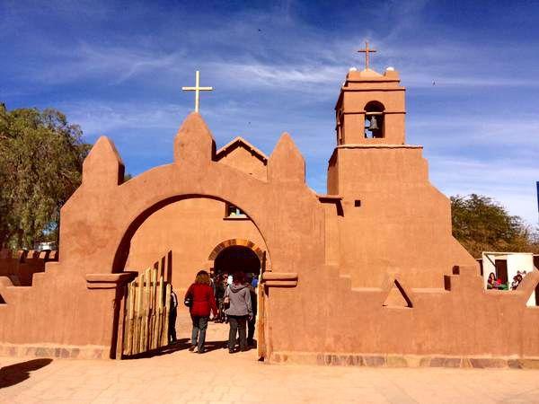 Restaurada Iglesia de San Pedro de Atacama Ahora de color tierra.