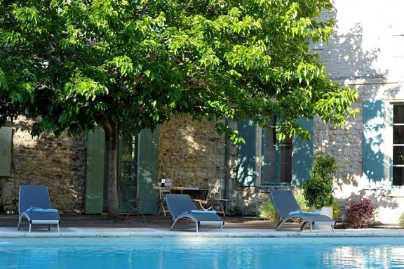 Pour les amoureux de soleil et de baignade venez vous for Au bord de la piscine