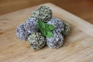 Organic Sisters : Superfood Balls  10-12 Medjool dates  1 ½ cups of walnuts  ¼ cup of chia seeds  ¼ of goji berries  ½ cup cacao powder  1 tablespoon of spirulina (optional)  1 tablespoon of maca powder (optional)  Coconut for coating the balls