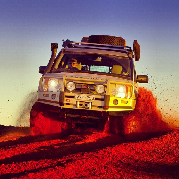 Desert driving - Where's your favourite 4WDing spot in Australia? #landrover #landroverdiscovery