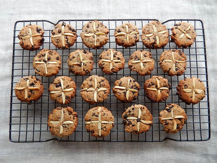 Warm and spicy, these are a delicious chewy cookie with the flavours of hot cross buns! A great alternative if you are looking for a different type of wheat free, gluten free Easter treat. Makes: A…