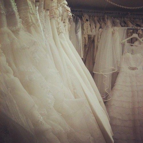 E poi la vedi con il Suo splendido abito .. raggiante .. In mezzo a mille abiti splendidi e capisci Che quello E Il Suo.  E Allora ti commuovi perchè la vedi felice e gia 'proiettata verso Il Giorno piu' bello della SUA vita!  # Wedding # amore # magic # bianco # felice # bergamo # Cloet # amicizia # emozione # bella # adorable # # onlyyou delizioso