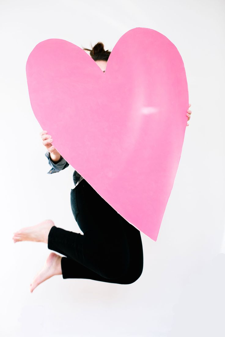 Make This: Giant DIY Heart Art / Prop For Valentineu0027s Day