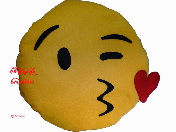 Cuscino emoticon baci. 15,00 euro