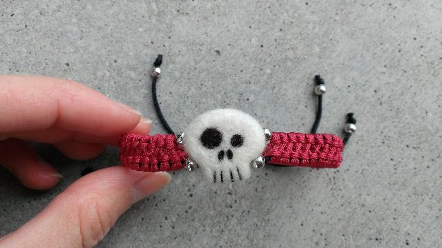 Filcoolki: pirate bracelet for boys, needle felted scull