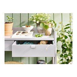 IKEA - HINDÖ, Lavica na sadenie, Lavica na pestovanie má odolnú pracovnú dosku ideálnu na sadenie a praktické úložné priestory na semená, náradie a ostatné predmety, ktoré potrebujete pri pestovaní rastlín.Zásuvky majú zarážku proti vypadnutiu.Nastaviteľné nohy poskytujú dobrú stabilitu aj na nerovnom povrchu.Lavica na pestovanie je vyrobená z páškovanej ocele, takže je odolná, ľahko sa čistí a nehrdzavie.