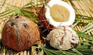 Aceite de coco para cuidar los labios secos