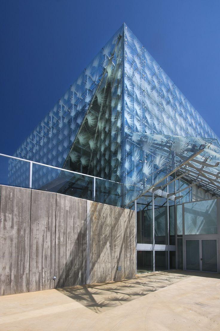 652 best edificios images on pinterest architects - Iluminacion exterior ...