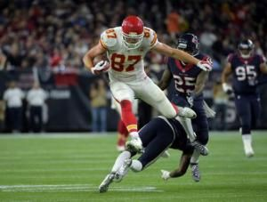 NFL-Chiefs tight end Kelce signs five-year contract extension