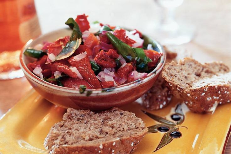 Kijk wat een lekker recept ik heb gevonden op Allerhande! Grove tapenade van zongedroogde tomaten
