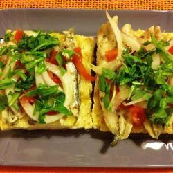 E non dimenticate un antipasto a con una bruschettona con le alici e pomodori di Pachino! Facilissima con la nostra ricetta! http://allrecipes.it/ricetta/4891/bruschettona-con-le-alici-marinate--cipolla-rossa-di-tropea--pomodorini-di-pachino-e-rucola.aspx