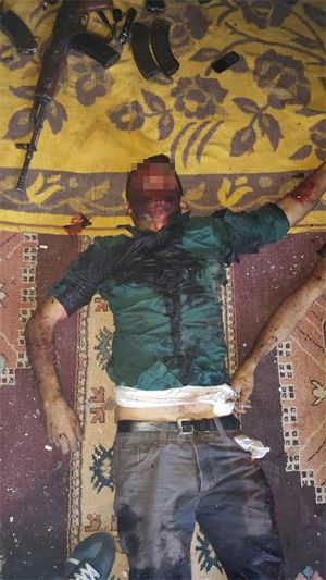 HDP Şırnak Milletvekili Ferhat Encünün Polisi Hedef Alan İddiaları Yine Çürütüldü  HDP Şırnak Milletvekili Ferhat Encünün Şırnakın Silopi ilçesinde önceki gece 3 gencin polislerce öldürüldüğü iddiaları fotoğraflarla çürütüldü.  Geçtiğimiz günlerde Silopide güvenlik güçleriyle terör örgütü mensupları arasında çıkan çatışmada 3 terörist öldürüldü. Polisle çatışmaya giren terör mensupları için bölgede canlı kalkan olan HDPli Encü öldürülen teröristlerin silahsız olduklarını iddia etmişti. Ancak…