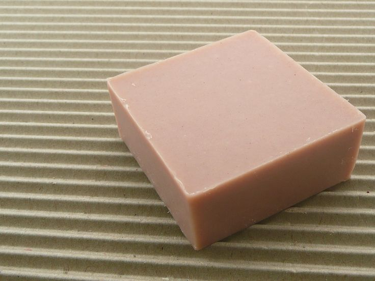A coconut & ylang ylang bar loaded with coconut milk, pink australian kaolin clay and a combination of essential oils including exotic and fragrant ylang ylang