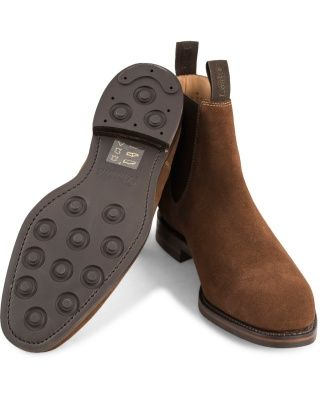 Loake 1880 Chatsworth Chelsea Boot Brown Suede hos CareOfCarl.com