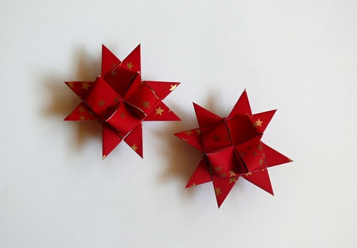 Vánoční+hvězdička+červená+Hvězdičky+můžete+použít+jako+ozdoby+na+vánoční+stromeček+nebo+vánoční+větvičku,+k+dekoraci+vánočního+stolu+nebo+k+dekoraci+vánočního+věnce.+Velikost+hvězdičky+je+8,3+cm.+Lze+jednoduše+zavěsit+na+háček.