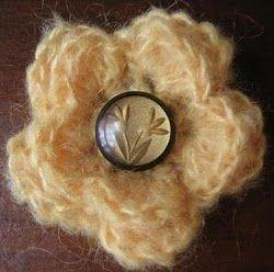 button blossom brooch patternCrochet Design, Crochet Flower Pattern, Blossoms Brooches, Crafts Ideas, Vintage Buttons, Free Crochet, Crochet Patterns, Flower Crochet, Buttons Blossoms
