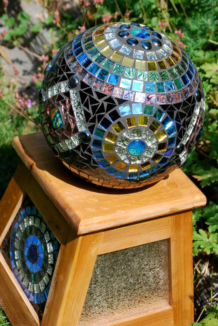 Gazing Ball Stained Glass Mosaic Garden Sculpture With