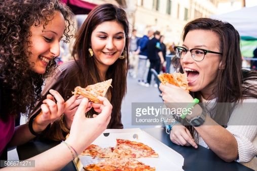 506671271-friends-eating-pizza-on-the-streets-gettyimages.jpg (507×338)