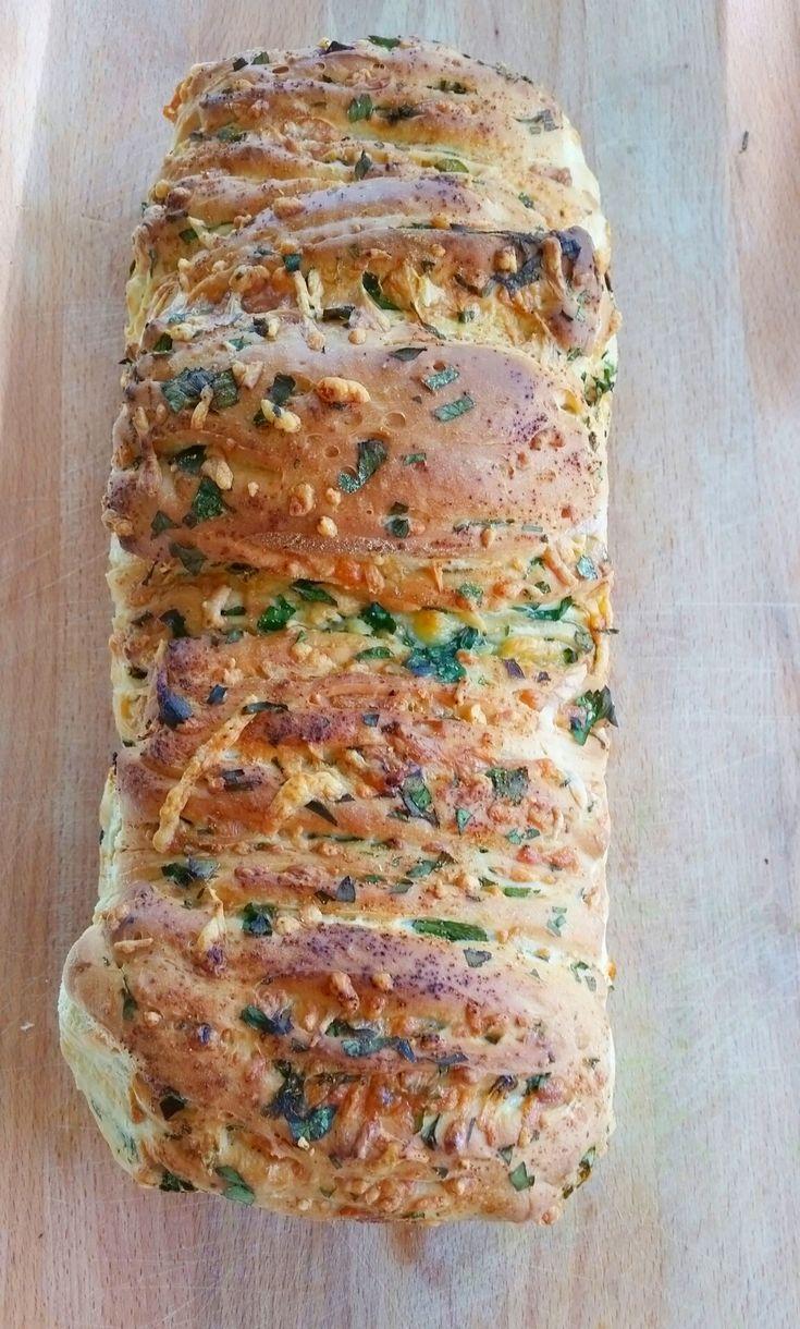 Zeinas vitlöksbröd med ost och örter