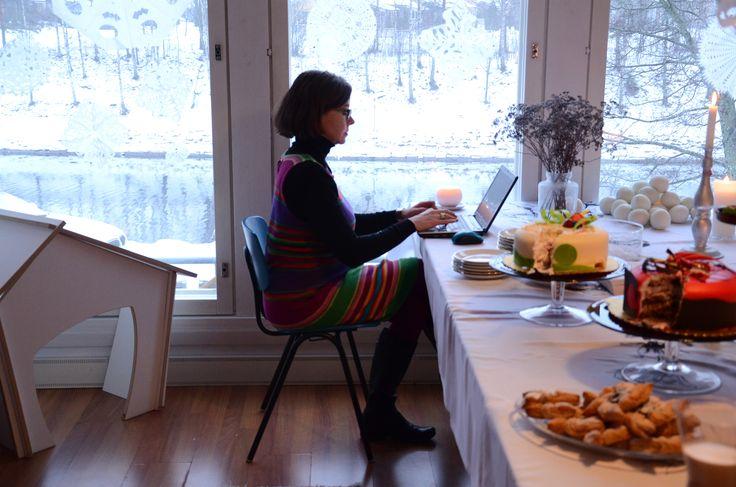 Perjantaiaamun varhainen brunssi nautiskeltiin Saimaankanavan lumista maisemaa ja ohikulkevia rahtilaivoja ihaillen, #UusiTyö'skennellen