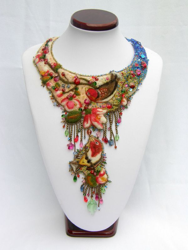 Floral necklace created by Dorneuv