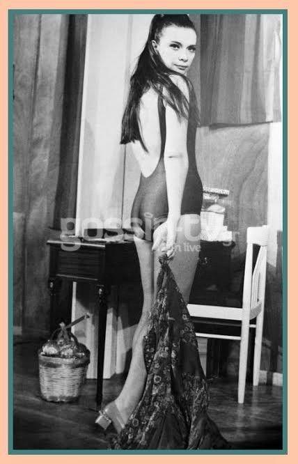 Newssalonika Blog: ΣΠΑΝΙΑ ΦΩΤΟΓΡΑΦΙΑ από την ζωή της Τζένης Καρέζη! Δείτε την ΧΩΡΙΣ ρετούς (δεν υπήρχαν τότε) να ποζάρει με νάζι στον φακό (PHOTO)