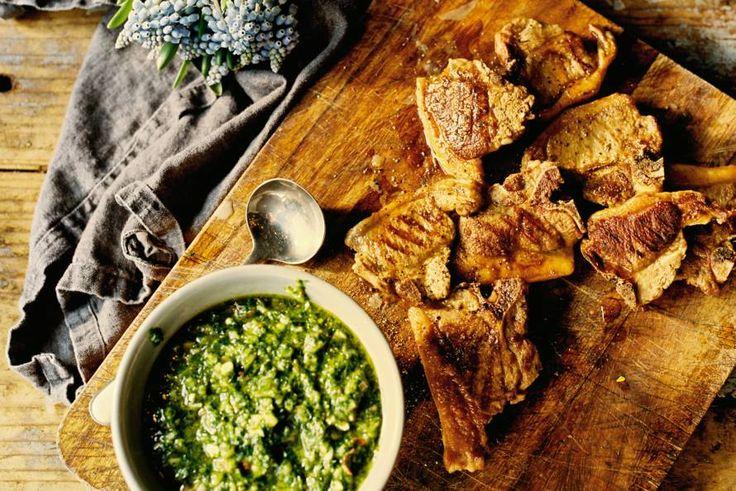Lamvlees met een pittige saus van kruiden en rode peper - Recept - Allerhande