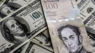 Image copyright                  Getty Images                                                                          Image caption                                      El billete de 100 bolívares tiene un cambio oficial de US$0,15, pero en el mercado negro del dólar solo alcanza US$0,02.                                El billete de mayor denominación en Ven