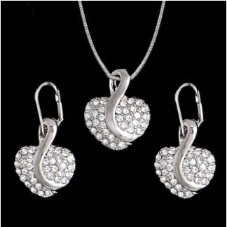Joyería y accesorios para la mujer. Pensando en ti. http://femmeshopping.com/