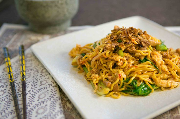 Mee Goreng, garlic, ginger & chilli: Chicken in spicy Malay-style noodles