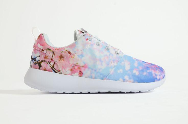 Nike - Roshe One Women (Cherry Bls)