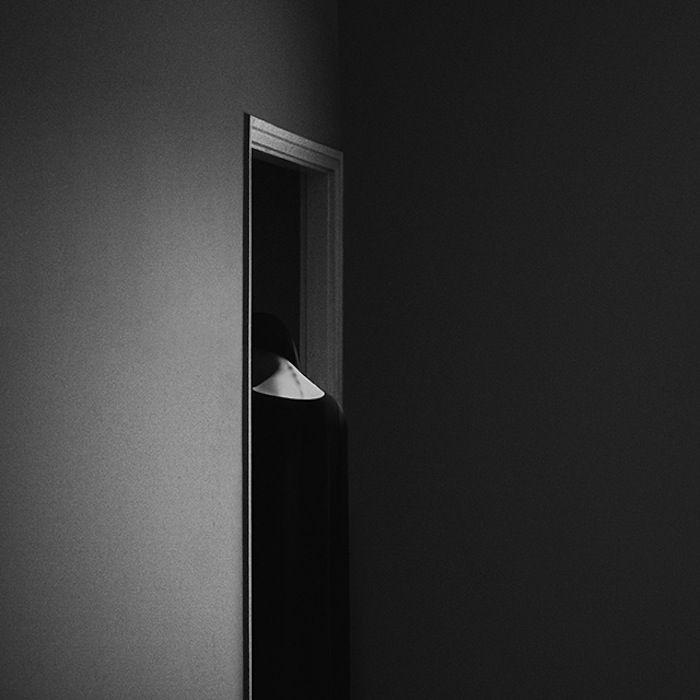 (Noell Oszvald September 09 2015) Als ik aan Darkside denk, denk ik gelijk aan zwart wit. Hoog contrast maakt het wat dramatischer en je wordt niet snel afgeleid door kleur.