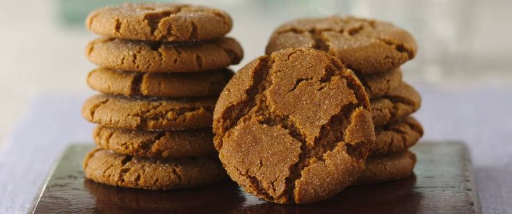 After baking, these spicy cookies have a crackly and sugary top. Serve them with ice cream, fresh fruit, sorbet or coffee.