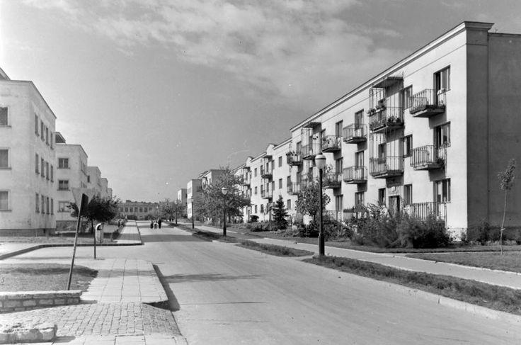 József Attila utca a Vasmű út kereszteződéséből nézve.