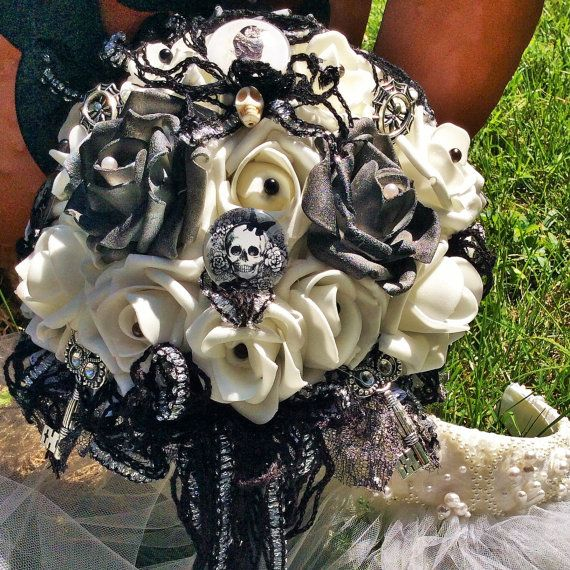 Lovely Skull Wedding Bouquet Skull Bridal By ModernWeddingTrends On Etsy