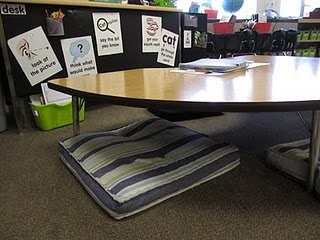Guided Reading: Space Planning, LOVE the guided reading table lowered to the floor!