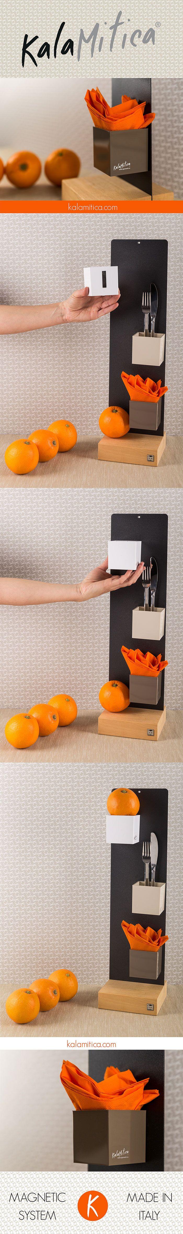 KALAMITICA IS... VITAMIN C FROM THE ORANGES Una proposta per organizzare il piano di lavoro della cucina. Si compone di una lavagna 14x50 cm color antracite con basetta in legno, set da tre cubi toni neutri (diam. cm 6). Per saperne di più: kalamitica.com