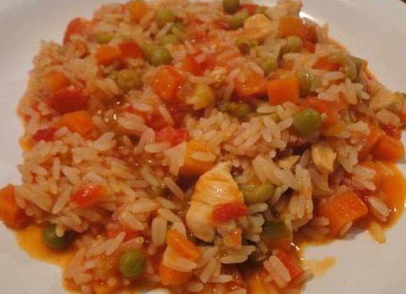 Guiso de arroz con pollo o rizoto con pollo